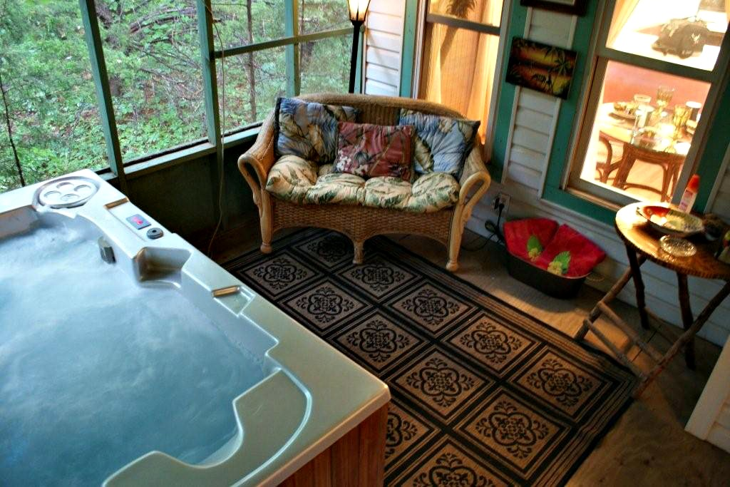 gallery-hot-tub-porch-parrots-cove